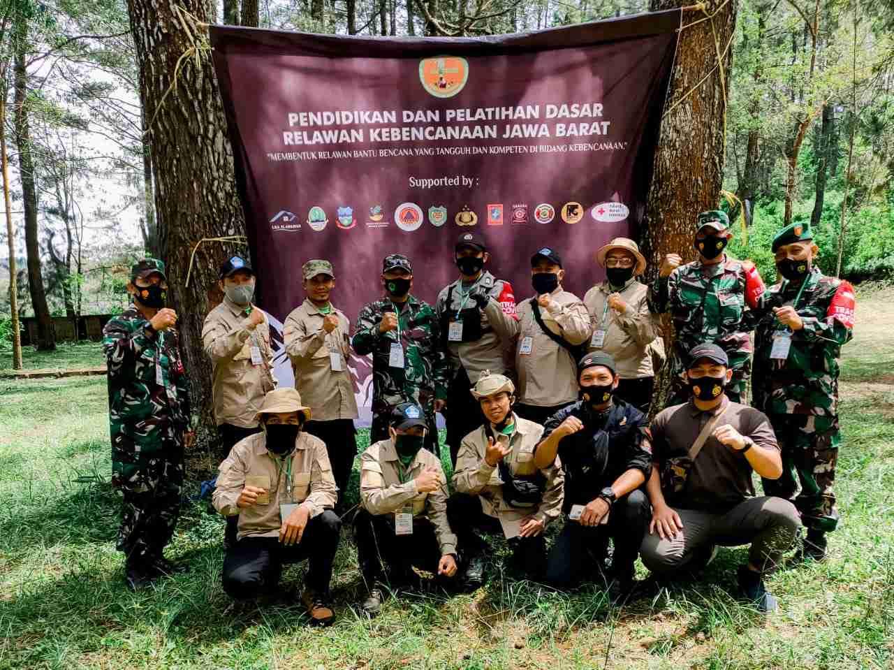 Foto Bersam Diklatsar REBBANA Tahap II Se Jawa Barat Camp Situ Cibeureum Desa Sukakarya Kecamatan Samarang Kabupaten Garut // jurnal86.com // Kang Dian